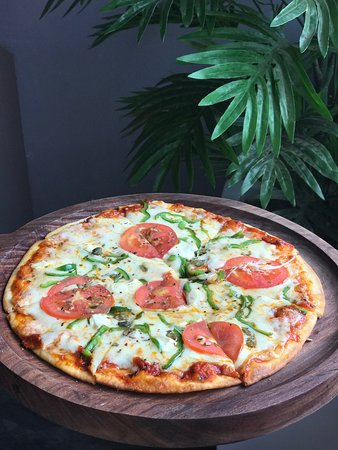 Divo Cafe & Bar: Pizza