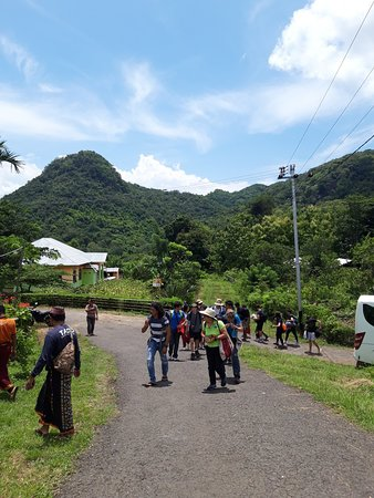 Group arrived in Kampung Pusut by bus.