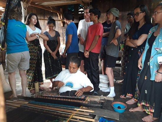 Students visited and learn how to make traditional Songke