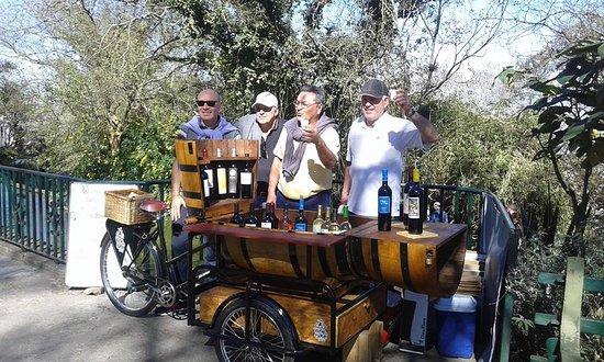 Wine & Bike: Los turistas degustan nuestros vinos y eligen si se llevan una botella para disfrutar en otro momento o se toman una copa disfrutando el paisaje de Salta desde la Cima del Cerro San Bernardo.