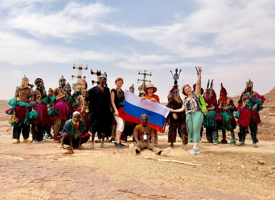 Mopti, Mali: Ah yes the Russian flag in the Dogon country, then soon that of Mali in Moscow for my next stay in Russia my country of heart. Throughout Africa, contact us at the right price. hogontours@hogontours.net hogonservices@gmail.com www.hogontours.net Tel: +223 20 23 13 15 Cell: +223 93 75 65 72