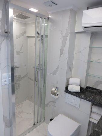 Skol Marbella: Bathroom South side