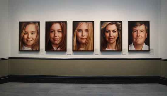 Kunstmuseum Den Haag: Erwin Olaf, de Koning en zijn vier vrouwen