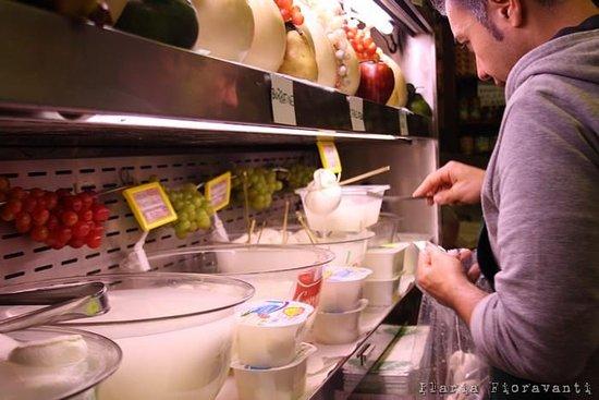 mozzarelle fresche tutti i giorni.. treccioni di bufala, ricotta , fior di latte , stracciatella , nodini e tanto altro