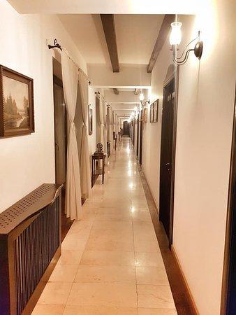 Archia, Romania: Hallways were like a museum