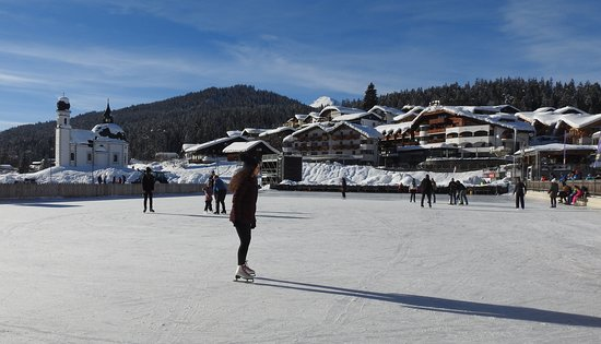 Pension Krinserhof: Skating Rink by the Olympia Centre