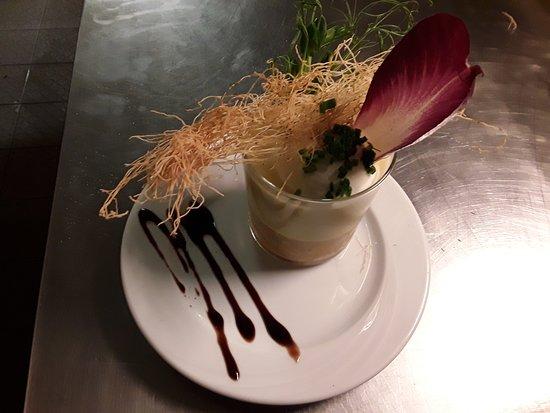 Fine gelée de tourteaux, crème de poireaux, pommes de terre