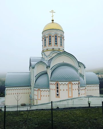 ‪Church in the Name of the Saint Velikomuchenitsy Varvary‬