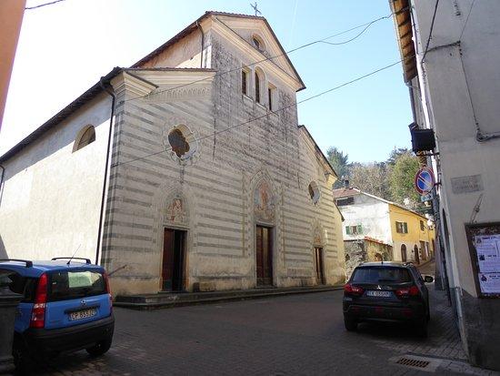 Calizzano, Taliansko: Chiesa parrocchiale di San Lorenzo  1587  stile romanico . interno con dipinti dell'epoca.
