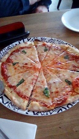 Inn on the Beach Restaurant: Home made pizza