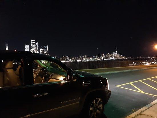 Glenmont, État de New York : Car service NYC in background