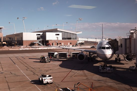United Airlines: UA1098 PHX to SFO - Gate 3 in T2 PHX - A319 on Stand
