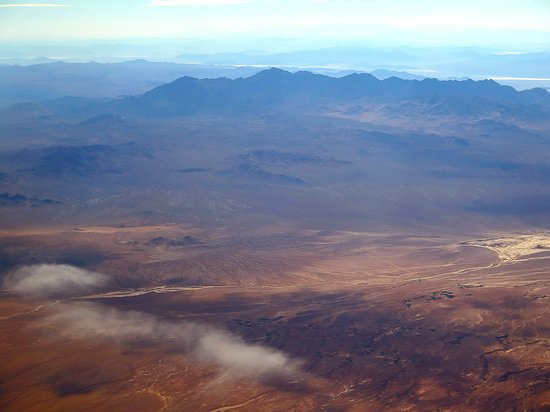 United Airlines: UA492 SFO to LAS 737-900 First Class Seat 2F - Over California - Death Valley