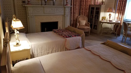 Oliver Mansion 2nd Floor Children\'s Bedroom - Picture of The History ...