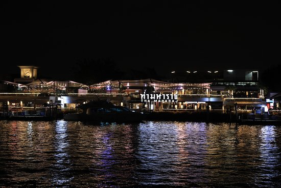 Chao Phraya Princess Dinner Cruise: Nice night view from the cruise