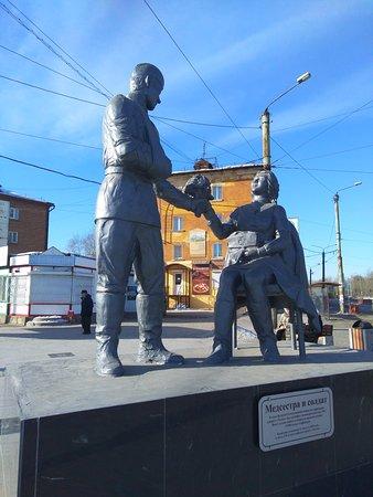 Monument to the Nurse: Цветы от солдата медсестре