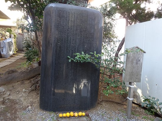 Lemon Lamentation Monument