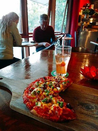 Beautiful Portuguës pizza