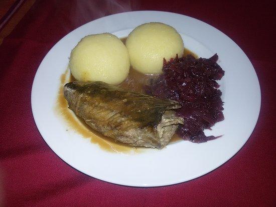 Eisfeld, Tyskland: Rinderroulade mit Klößen und Rotkohl!