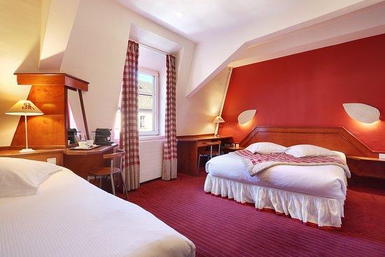 Hotel Suisse: chambre triple vue cathédrale