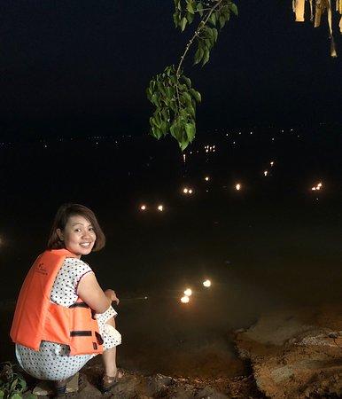 เวียยเทียนกลางน้ำหนึ่งเดียวในโลก  เนื่องในวันมาฆบูชาวัดติโลกอาราม กลางกว๊านพะเยา สวยงามมากคะ