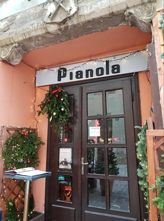 Cafe Pianola on the corner of Ulica Kanonicza