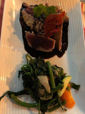 Tuna Steak mit Sesam und  Rotwein Pflaumensauce