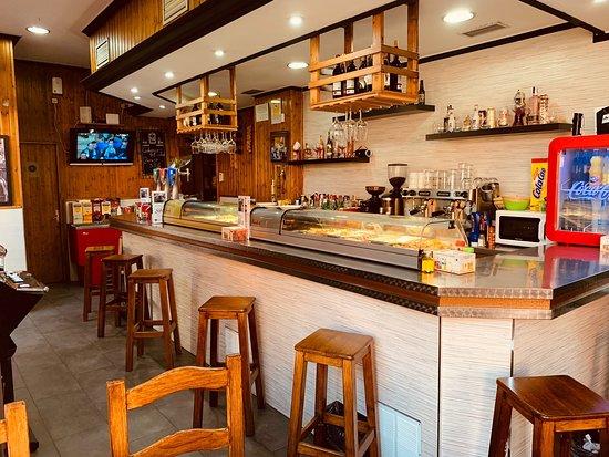 Cafetería Cervecería Silva: Bar Silva, fotos de barra, interior y terraza acondicionada.