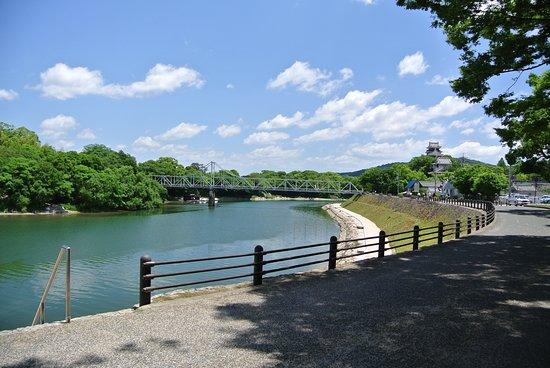 Ishiyama Park: 木陰が涼しい。