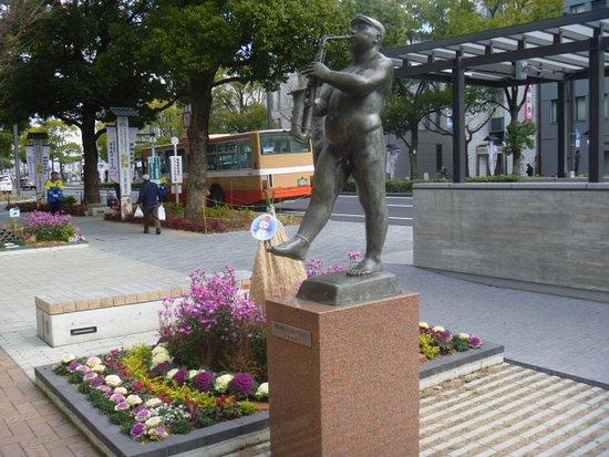 Boshiwo Kabuttara Aruitemiyo Statue