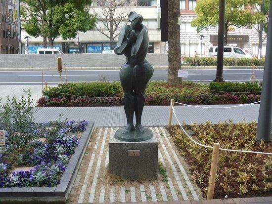 So Statue