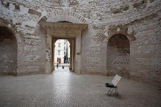 Vestibulum of Diocletian's Palace