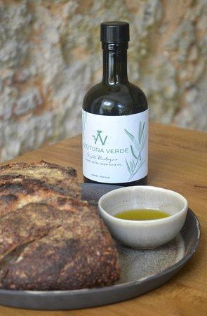 O nosso azeite extra virgem biológico e pão de fermentação natural