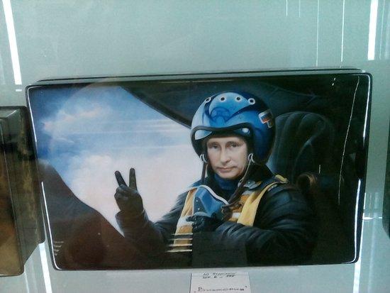 Zhostovo Decorative Art Manufactory: Шкатулка с портретом президента России