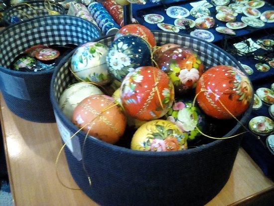 Zhostovo Decorative Art Manufactory: Новогодние шары в технике жостово