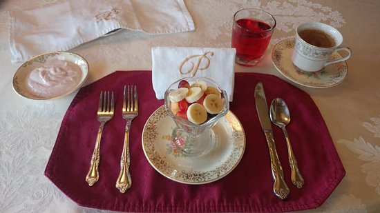 Proctor Mansion Inn: My place setting for breakfast!