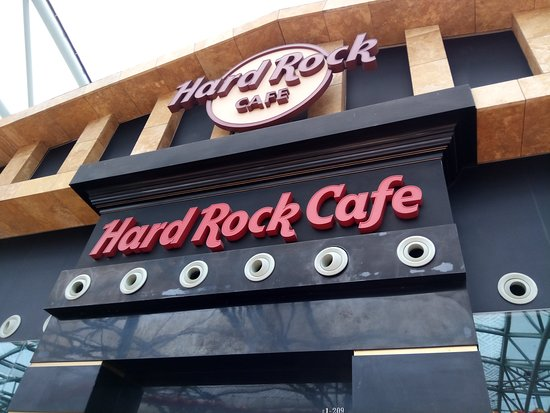 Hard Rock Cafe: The entrance