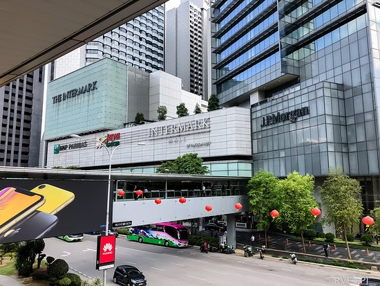 The Intermark Mallの外観(歩道橋から)