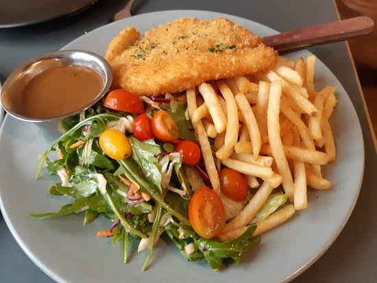 Chicken Schnitzel Salad And Chips Picture Of White Cockatoo Hotel Petersham Tripadvisor