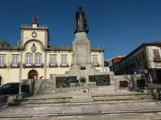 Estatua do Bispo Antonio Barroso