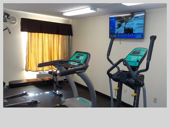 FITNESS ROOM WITH COMMERCIAL EQUPMENT