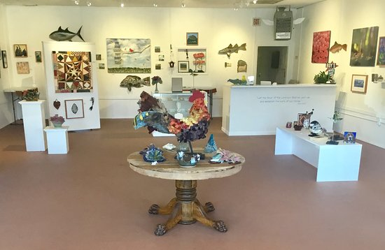 Dade City, FL: We have a variety of beautifully handcrafted work from a number of local artists displayed so that you can enjoy your visit in a relaxed uncluttered atmosphere.