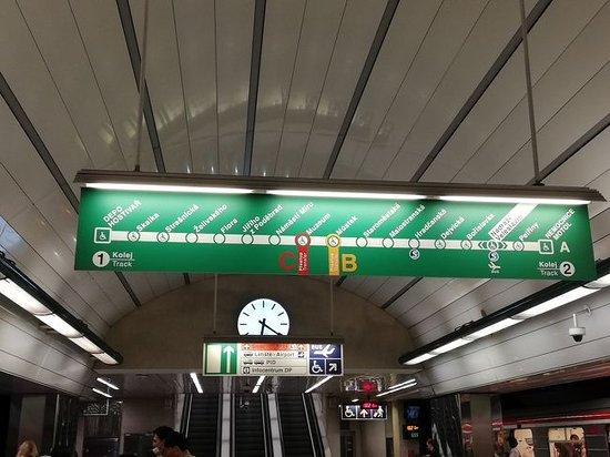 Prague Metro: バス119番でNADRAZI VELESLAVINへ