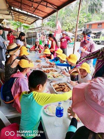 Blu Range Tours: Panda English Students eating lunch at Moalboal, South Cebu