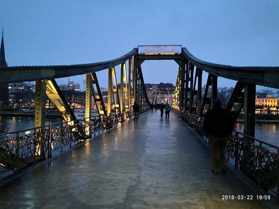 Frankfurt am Main, Deutschland: Франкфурт, Айзернер Штег - Железный Мост