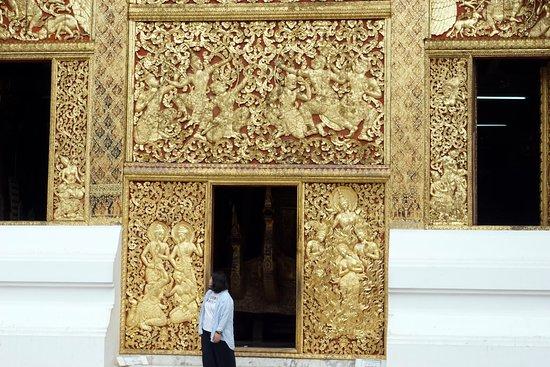 Den Gyldne By (Wat Xieng Thong): Резьба