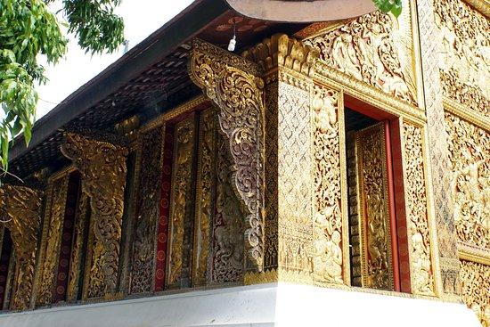 Den Gyldne By (Wat Xieng Thong): В золоте
