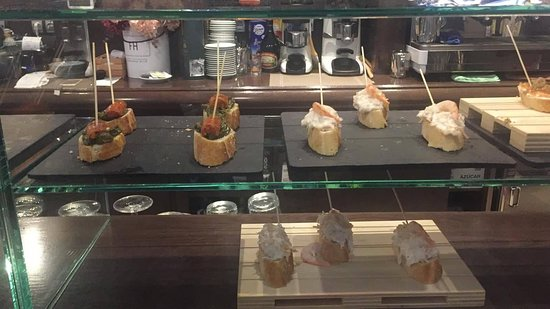 El Retinto: Un pincho de tartar de salchichón fue una grata sorpresa, entre otras.