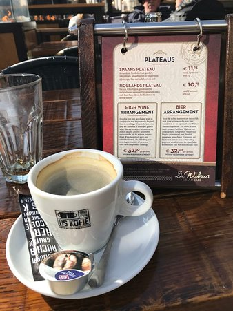 De Walrus: Coffee and menu - don't forget to leaf through all the pages.