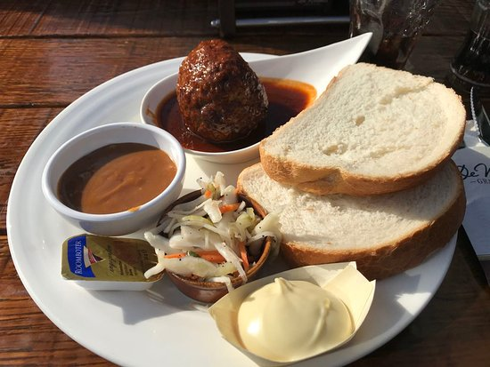 De Walrus: Meatball lunch special - quite good for Euro 8,75.